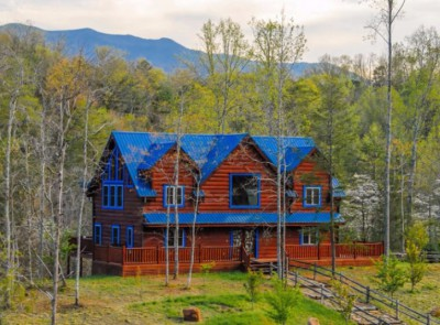 Rent Blue Mountain Lodge family cabin Smoky Mountains sleeps 12